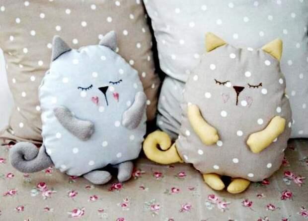Подушки - коты