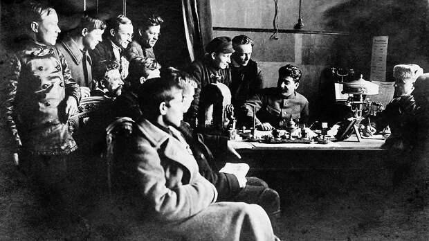 Работе с селькорами партия придавала огромное значение — на проходивших в Москве всесоюзных съездах перед ними выступали высшие руководители