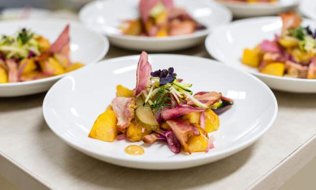 Иллюзия Дельбоефа: как цвет и форма посуды влияет на аппетит