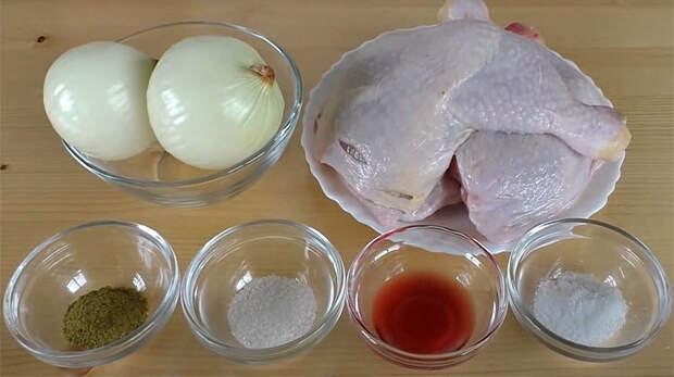 Превращаем обычные куриные окорочка в шашлык на сковороде: маринуем, а потом жарим на луке