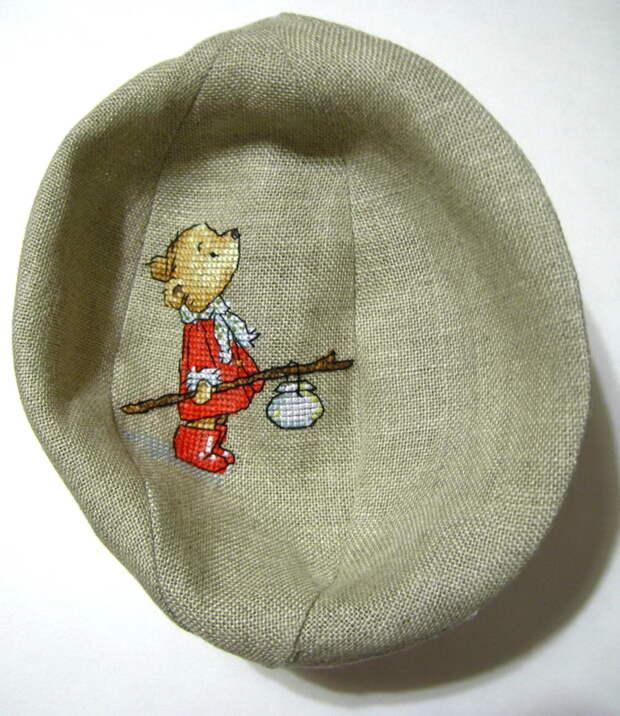 выворачиваем сшитый елочный шар с вышивкой крестиком