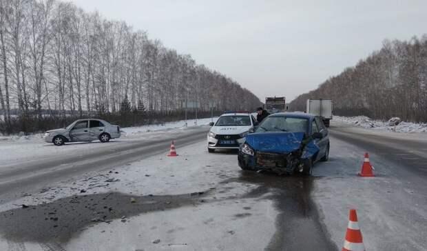 Трое взрослых иподросток пострадали вДТП натрассе Екатеринбург— Курган