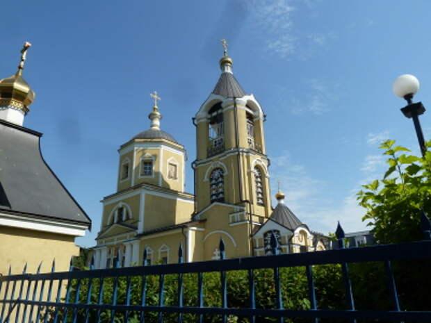 Та самая Троицкая церковь, за которой хоронили жертв при благословении священника Петрова
