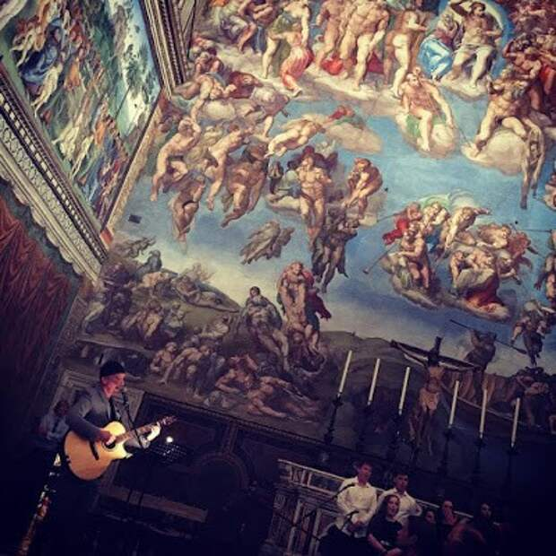 Гитарист группы U2 выступил в Сикстинской капелле