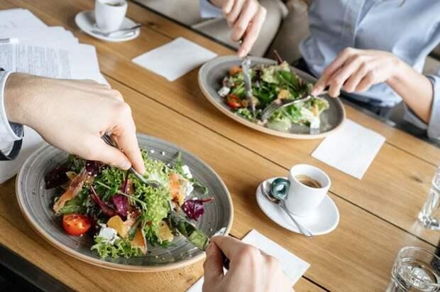 Вперед салата не лезь. Почему порядок блюд в еде очень важен?