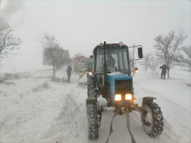 В Ленинском районе на заснеженной дороге застряли 19 машин