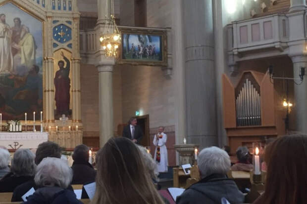 Сатана смеется и расправляет крылья: реакция на изображение геев и лесбиянок, появившееся в шведской церкви