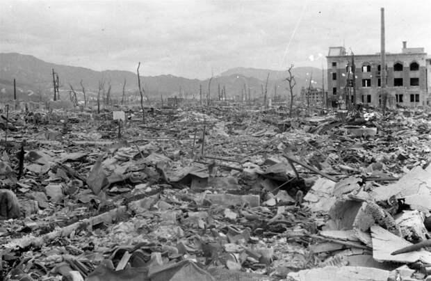 ss-160525-hiroshima-bombing-archive-09_d907b4e7e6fc0061aec814a14c1bed50.nbcnews-ux-2880-1000