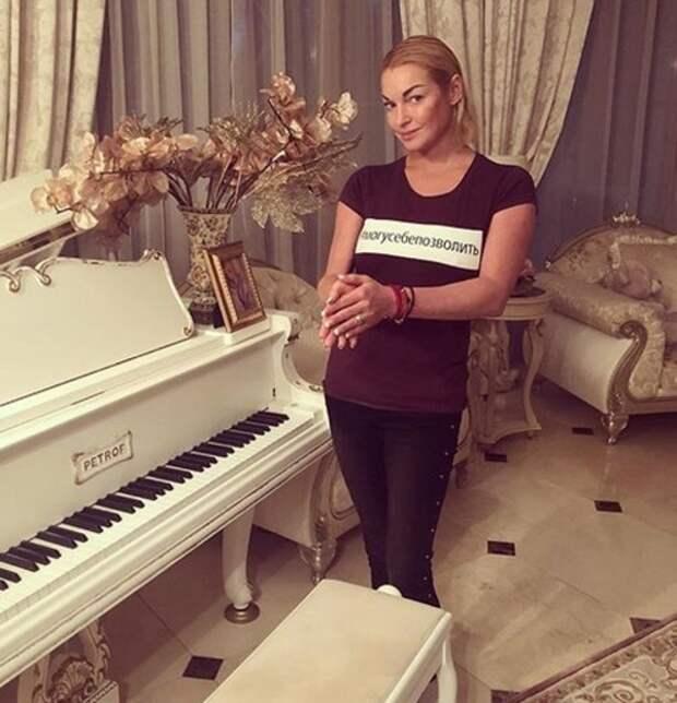 """""""Готовлюсь к свадьбе"""": Волочкова отключила все комментарии завистников"""