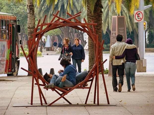 Арт-скамейки: самая необычная городская мебель