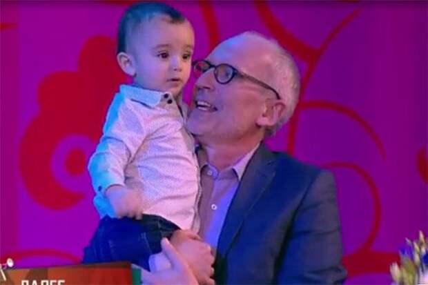 Годовалый сын Александра Гордона засветился на телевидении