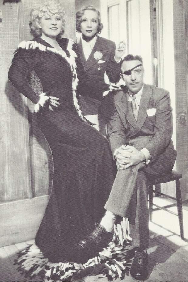 1936. Рауль Уолш, Марлен Дитрих и Мэй Уэст на съемках «Энни с Клондайка»