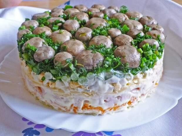 5 недорогих, но сытных салатов, которые идеально подходят на Новый год