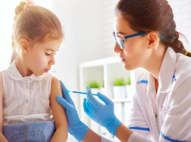 Прививку от гриппа хотят сделать обязательной для школьников