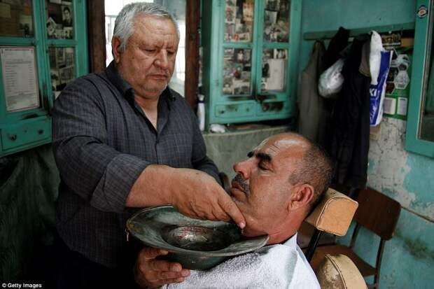 Это вам не модный барбершоп: традиционные мужские парикмахерские со всего мира