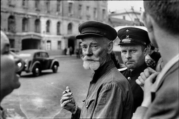 Жизнь в СССР в работах французского фотографа Анри Картье-Брессона