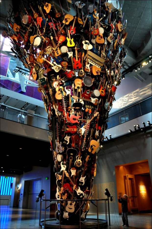 Торнадо из гитар в музее Experience Music, Сиэттл, США