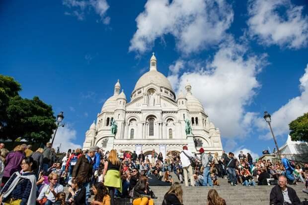 27 место. Базилика Сакре-Кёр, которая расположена на живописном холме Монмартра в Париже. В её колокольне находится один из самых больших колоколов в мире. Это собор привлекает ежегодно 10,5 миллионов человек.