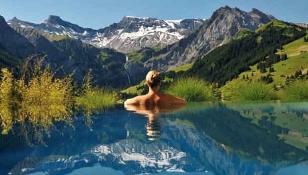 15 прекрасных бассейнов, уходящих в бесконечность