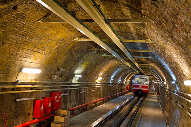 Старинный железнодорожный туннель, Стамбул, Турция