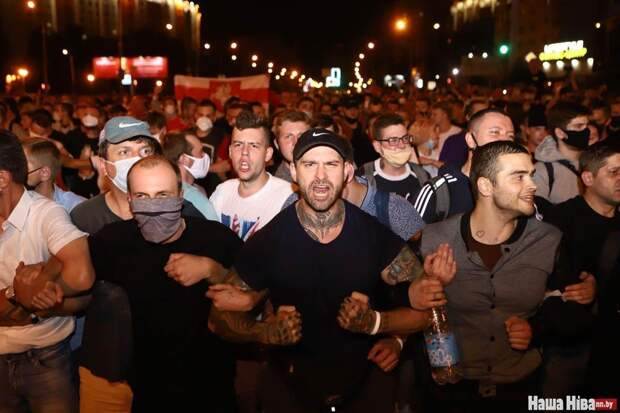 Майданщики рассеиваются после стычек с милицией в Минске