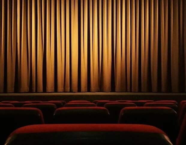 Москвичей с температурой и насморком не будут пускать в театры и на концерты
