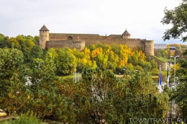 05 Вид на Ивангородскую крепость с Эстонской стороны
