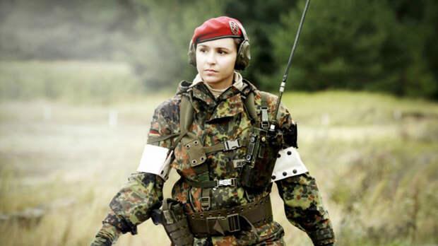 Российский женский спецназ. Спецназ только в последние годы стал активно принимать в свои ряды женщин-офицеров. Большая часть из них сражается в смешанных подразделениях, однако, есть и отряды, полностью сформированные из девушек.