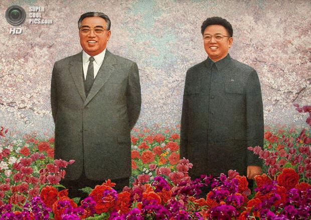 Мозаика Ким Ир Сена и Ким Чен Ира. (Eric Lafforgue)