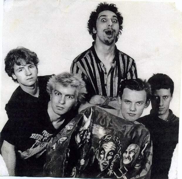 Возможно самая ранняя видеозапись с концерта Король И Шут. Там-Там, 1993 г