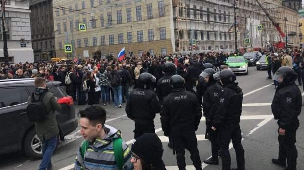 """Новый митинг в поддержку Навального рискует стать """"грустным продолжением"""" зимних протестов"""