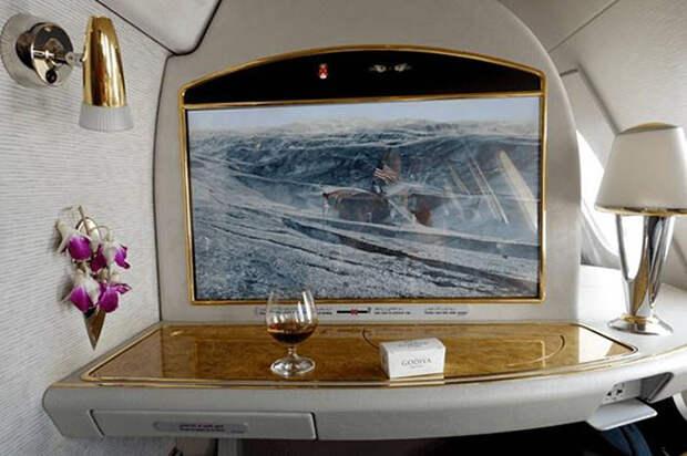 Каково это — за 300 долларов отправиться в полет стоимостью 60 000 долларов классом люкс Emirates Airline