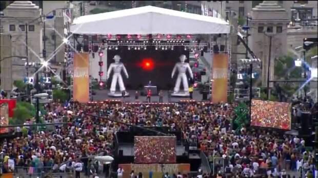 Один из самых масштабных флешмобов  устроили поклонники группы Black Eyed Peas
