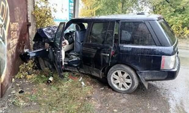"31-летний кировчанин на ""Рендж Ровере"" врезался в гараж"