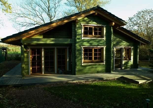 Небольшой финский дом с интересной окраской.