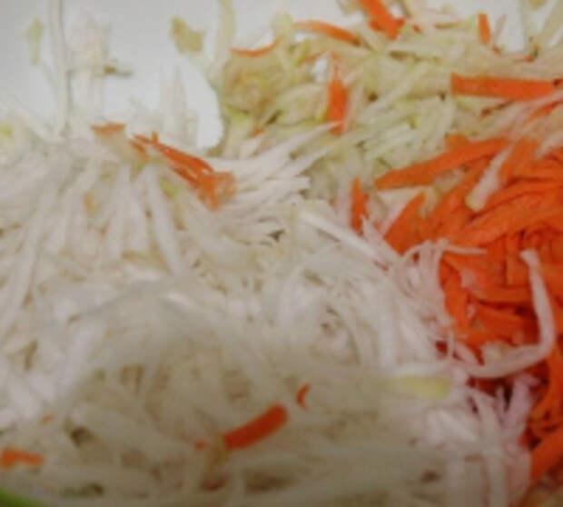 Витаминный салат из репы, моркови и яблока