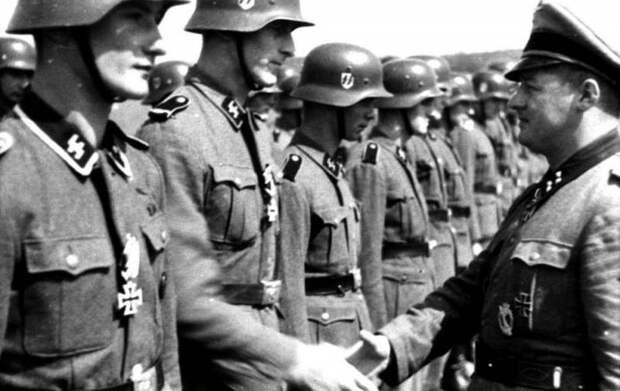Как Франция начала с героизации 12 воинов СС, а кончила 12 убитыми в «Шарли Эбдо»