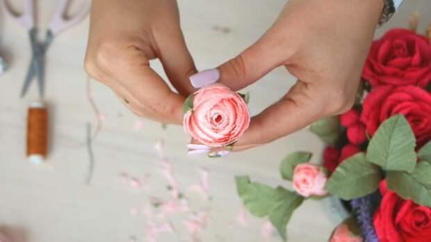 Розы невероятной красоты из бумаги — делаем за пару минут