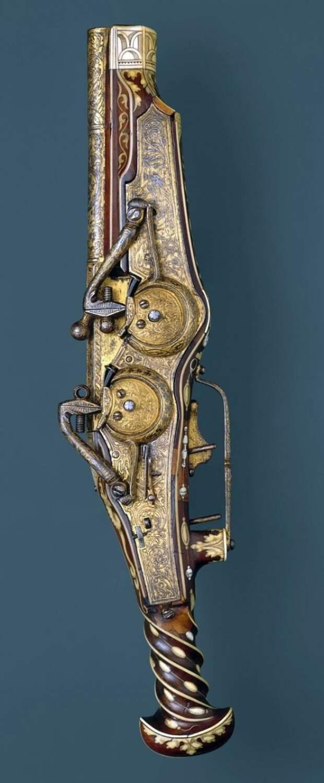 Двуствольный пистолет с колесцовым замком. Сделано для императора Карла V (правил 1519-56) Питер Пек (немецкий, Мюнхен, 1503-1596). искусство, огнестрел, оружие, старинное