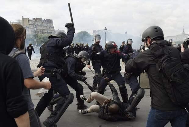 Столкновения между полицией и демонстрантами