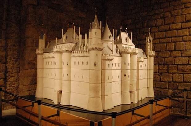 Макет замка Лувр