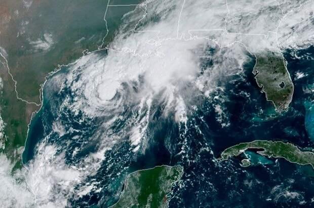 """На Техас и Луизиану надвигается тропический шторм """"Бета"""""""