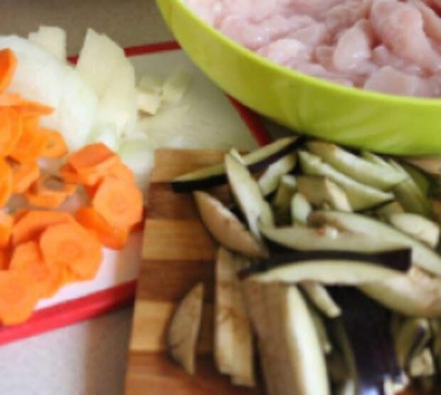 Куриное филе с баклажанами в сметане