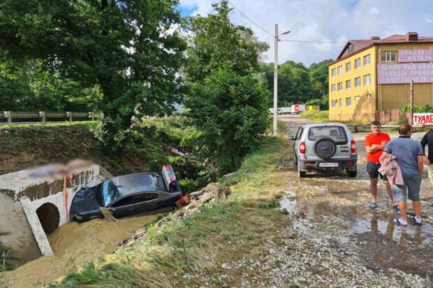 Три человека стали жертвами потопа в Туапсе