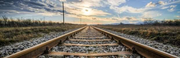 В Алматинской области поезд задел мужчину, переходящего пути в неположенном месте