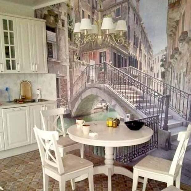 фотообои в интерьере белой кухни