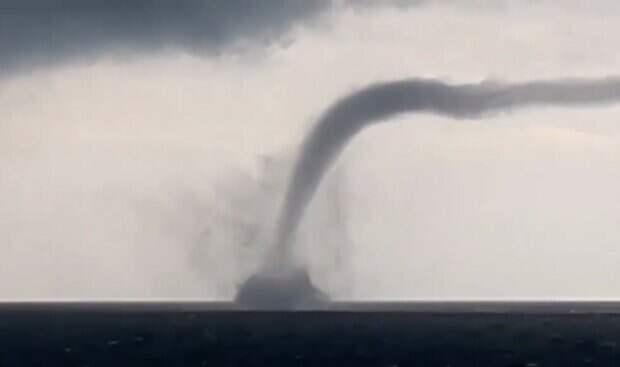 Смерчи пронеслись в Одессе над морем: все удалось заснять на камеру