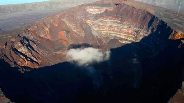 Сейсмологи сообщили об извержении вулкана на юго-западе Японии