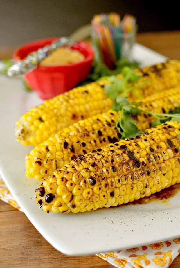 Кукуруза на гриле с маслом и голубым сыром вкусно, кукуруза, рецепт