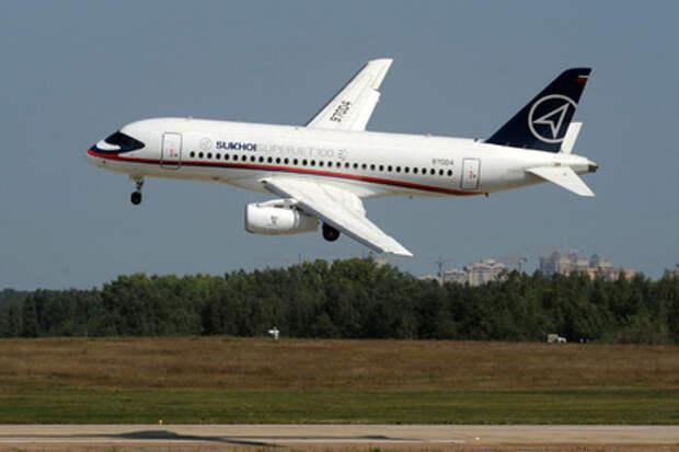 Самолет SSJ-100